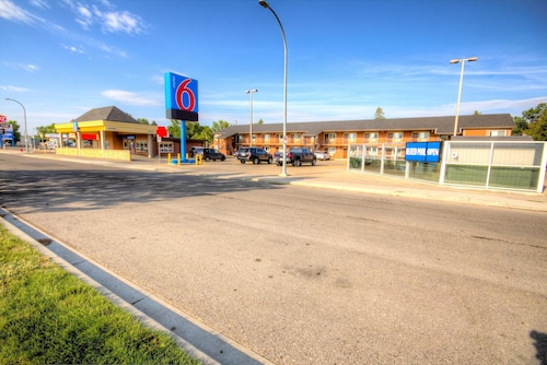 Check Expedia for Availability of Motel 6 Lethbridge