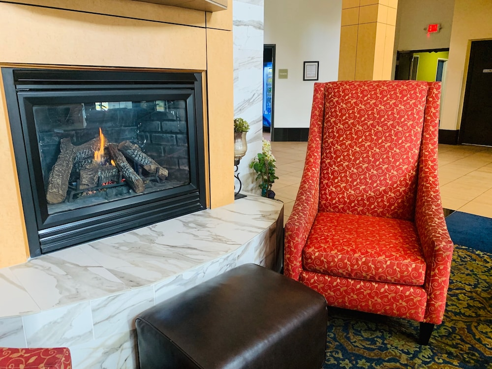 Fireplace, Comfort Suites Airport