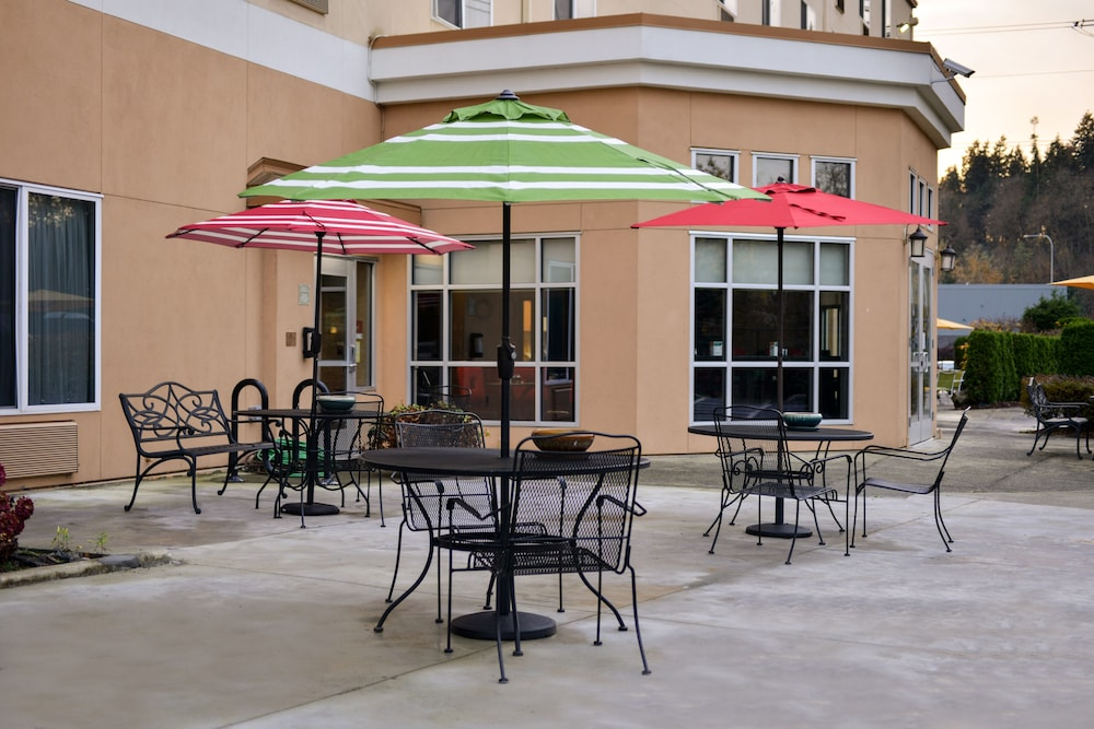 Sundeck, Comfort Suites Airport