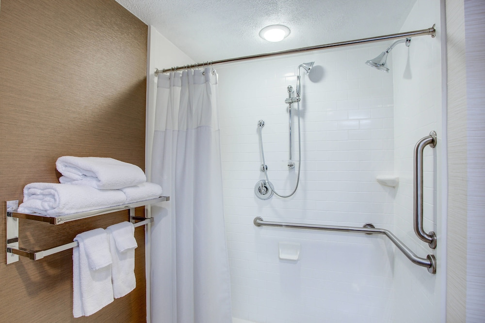 Bathroom, Fairfield Inn by Marriott Burlington Williston