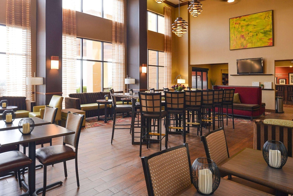 Reception, Hampton Inn & Suites Springboro