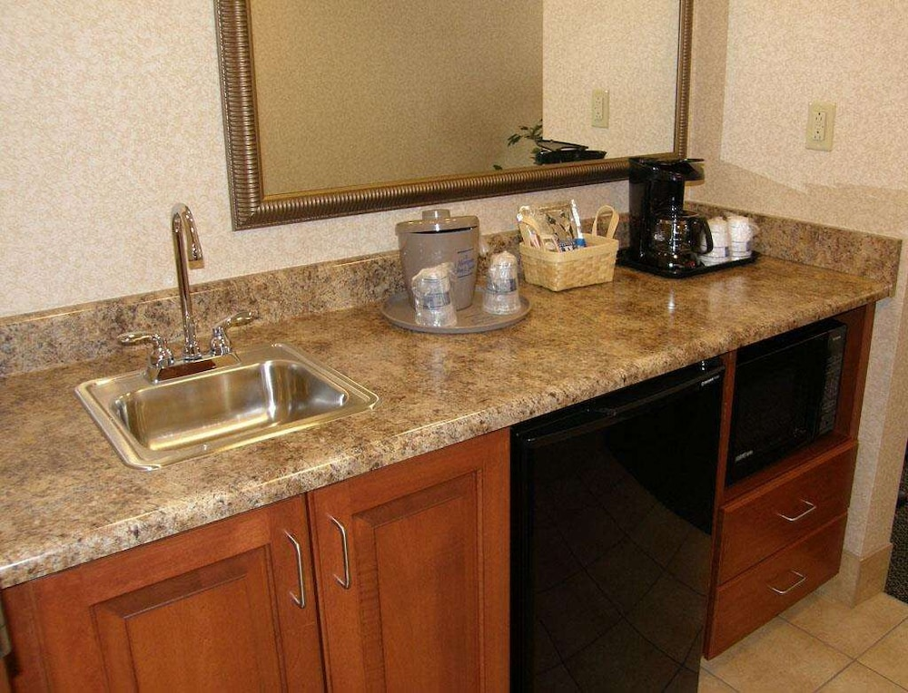 Private Kitchen, Hampton Inn & Suites Springboro