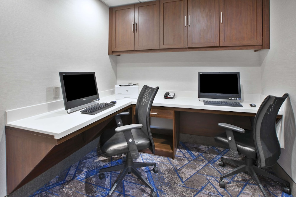 Business Center, Hampton Inn & Suites Springboro