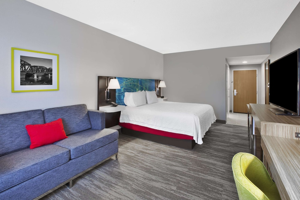 Living Area, Hampton Inn & Suites Springboro