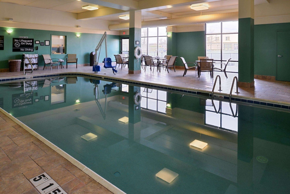 Pool, Hampton Inn & Suites Springboro