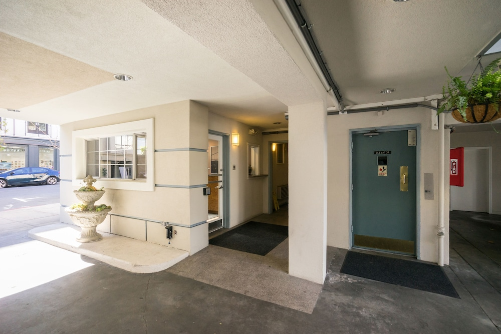 Interior Entrance, Nob Hill Motor Inn