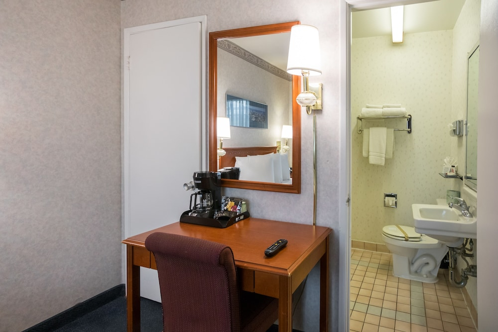 In-Room Business Center, Nob Hill Motor Inn