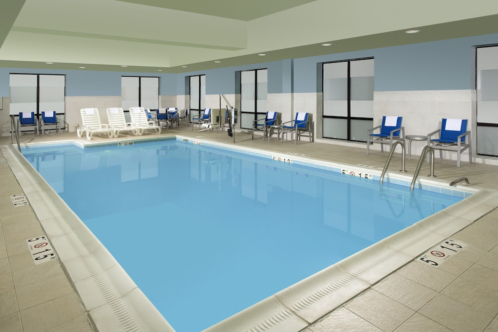 Pool, Holiday Inn Express & Suites Baltimore - BWI Airport North