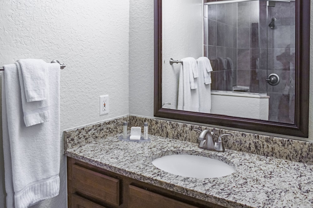 Bathroom, Mystic Dunes Resort & Golf Club by Diamond Resorts