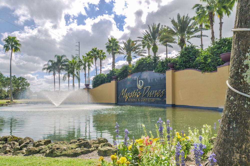 Property Entrance, Mystic Dunes Resort & Golf Club by Diamond Resorts