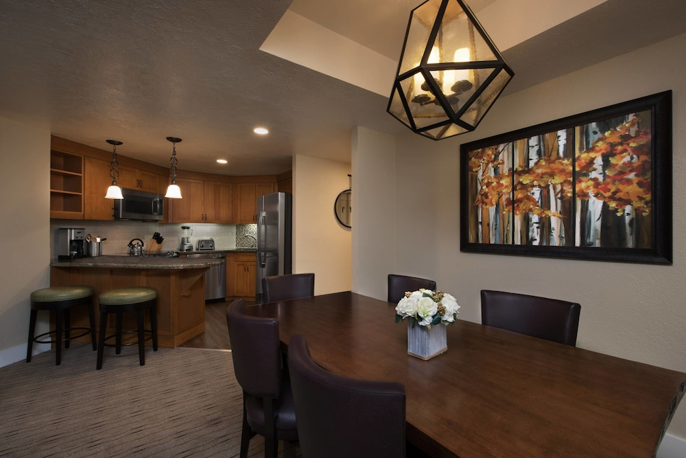 In-Room Dining, Grand Residences by Marriott, Lake Tahoe