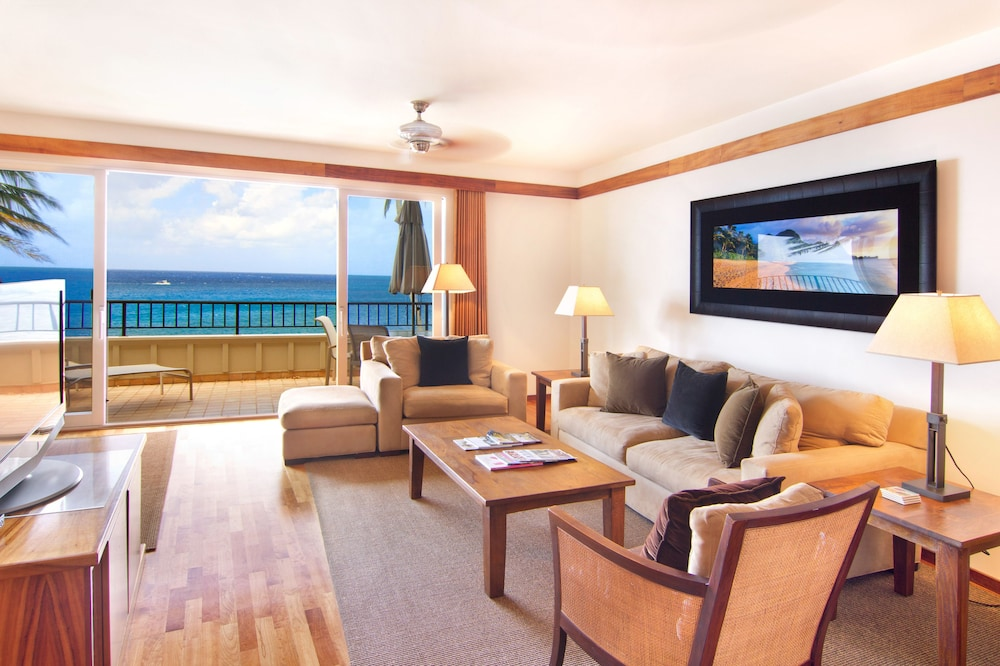 Living Area, Whalers Cove Oceanfront Resort