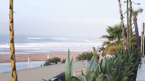 Ubicación a pie de playa y arena blanca
