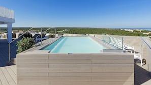 2 piscines extérieures, piscine sur le toit, parasols de plage