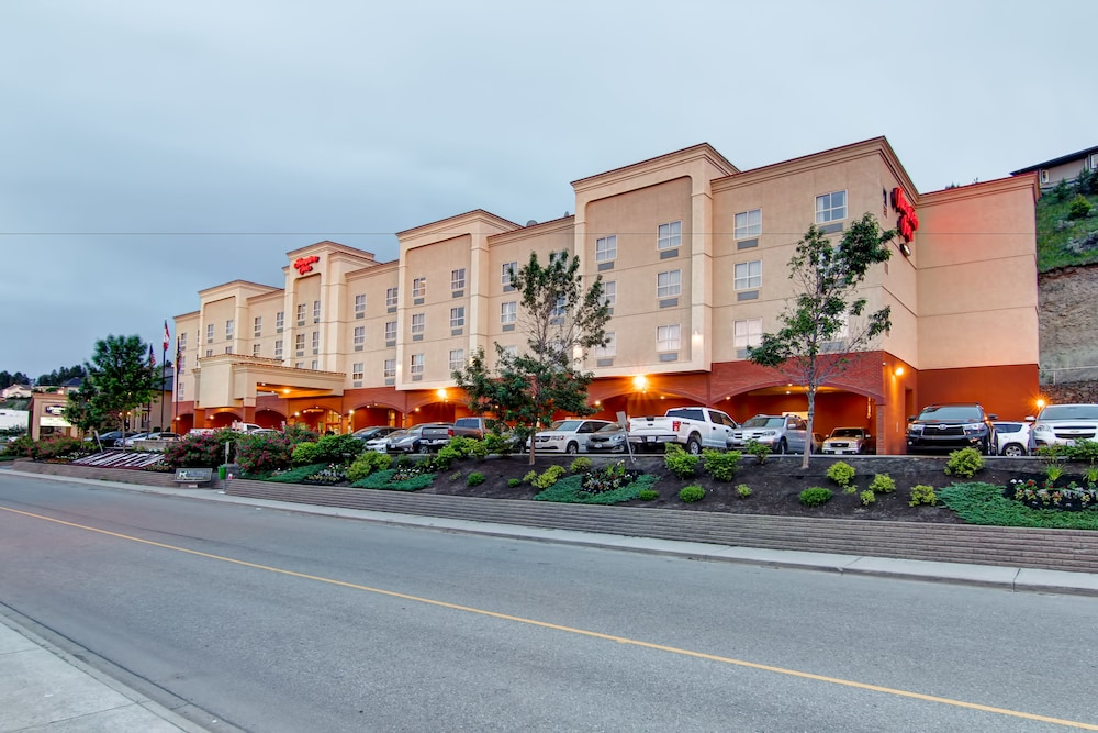 Front of Property - Evening/Night, Hampton Inn by Hilton Kamloops
