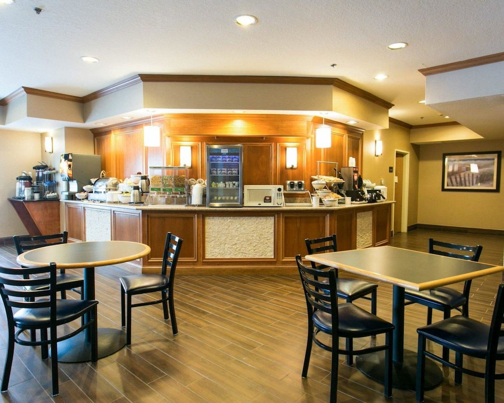 Breakfast Area, Comfort Suites Benton Harbor - St. Joseph