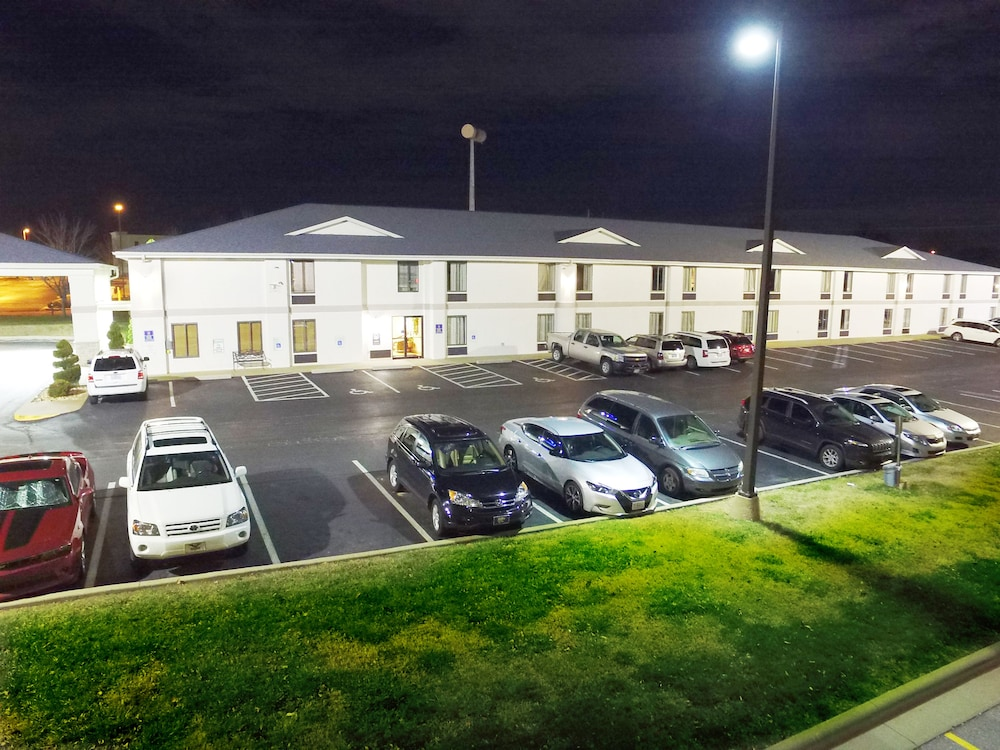 Front of Property - Evening/Night, Days Inn by Wyndham Battlefield Rd/Hwy 65