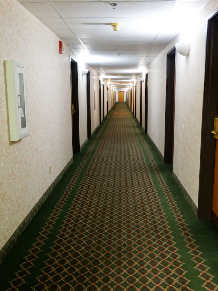 Hallway, Days Inn by Wyndham Battlefield Rd/Hwy 65
