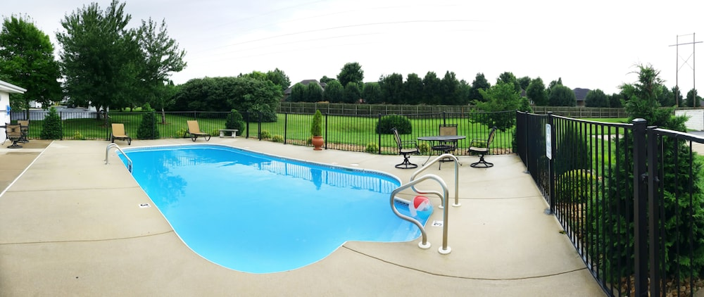 Outdoor Pool, Days Inn by Wyndham Battlefield Rd/Hwy 65