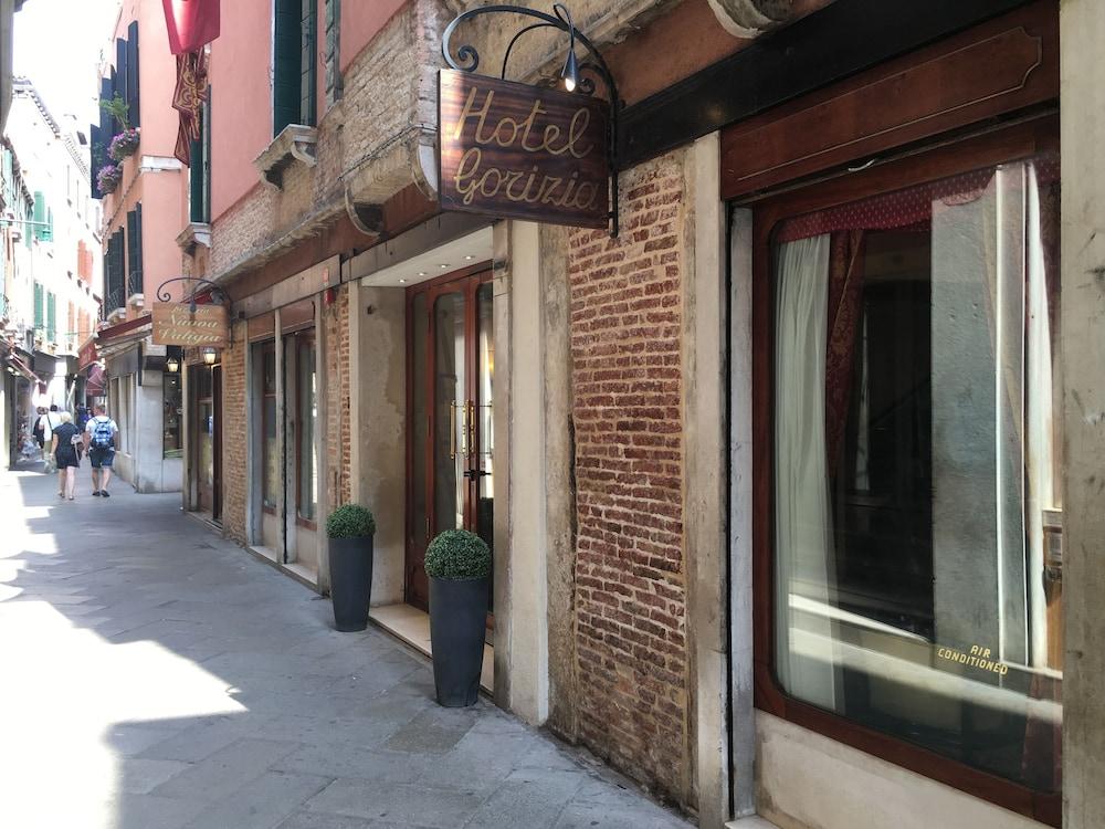 Hotel Gorizia A La Valigia - Reviews  Photos  U0026 Rates