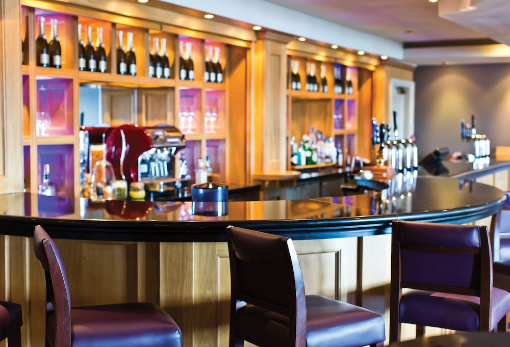 Bar, Cottons Hotel & Spa