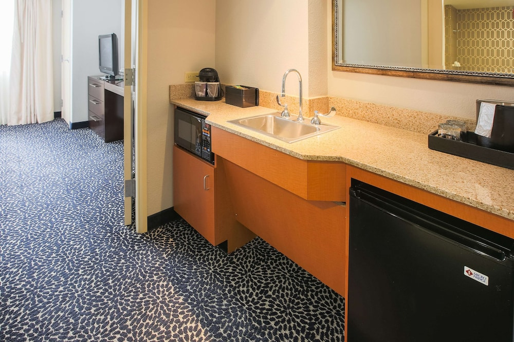 Private Kitchenette, Embassy Suites Louisville East