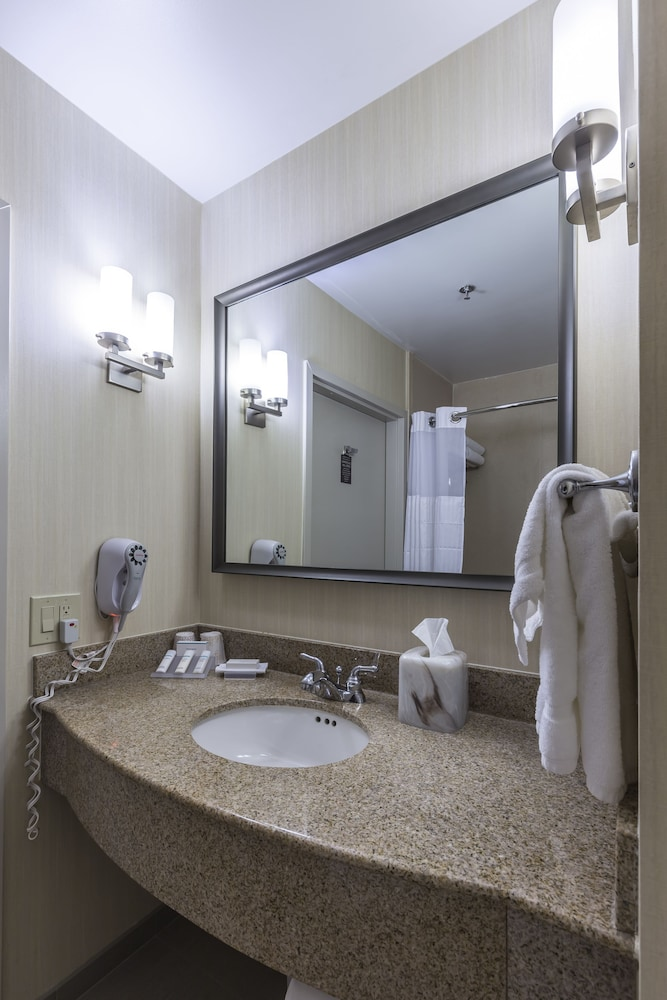 Bathroom, Hilton Garden Inn Fairfield