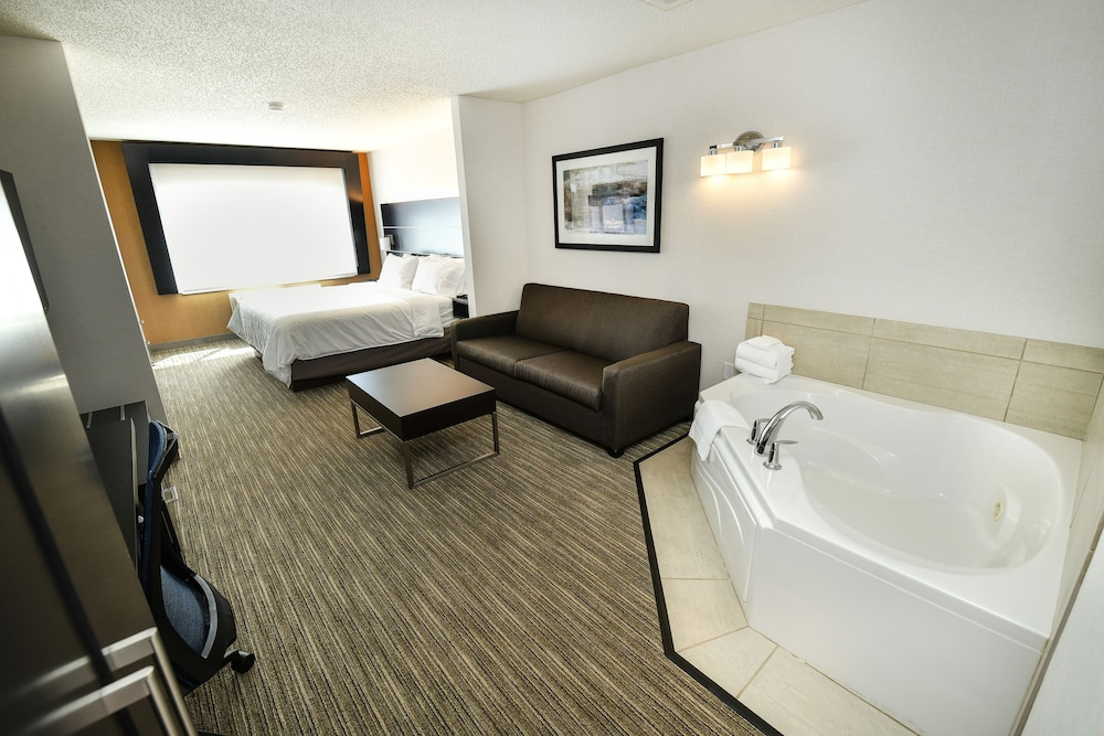 Room, Holiday Inn Express Hotel & Suites Grand Forks