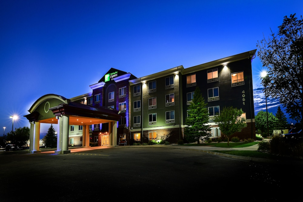 Exterior, Holiday Inn Express Hotel & Suites Grand Forks
