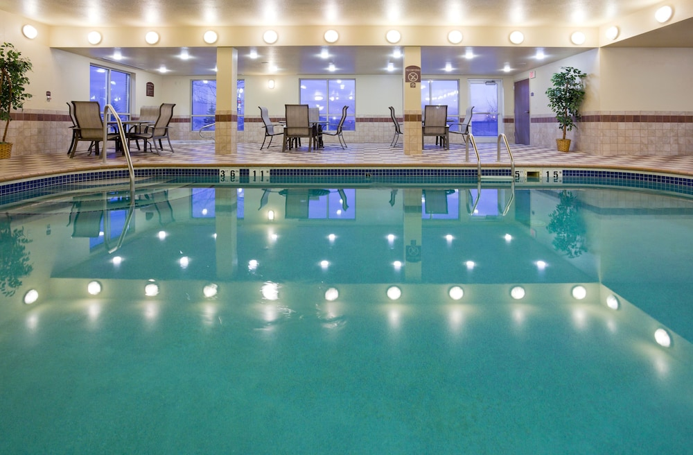 Pool, Holiday Inn Express Hotel & Suites Grand Forks
