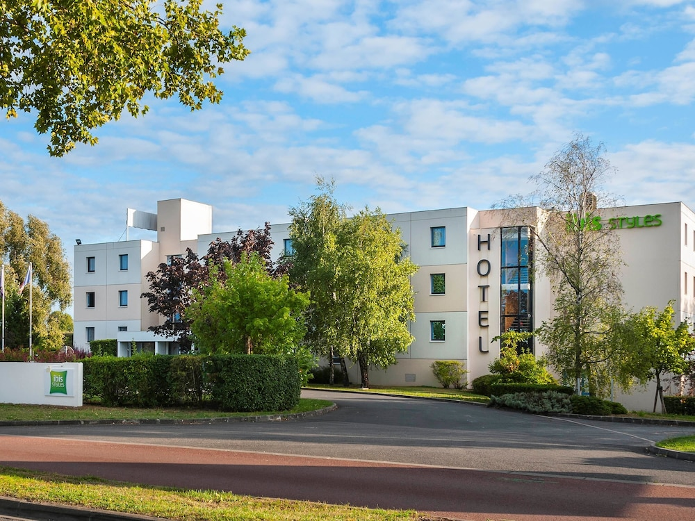 Ibis styles cognac in charente hotel rates reviews on for Hotel cognac