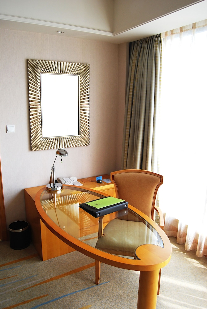 In-Room Business Center, DoubleTree by Hilton Hotel Shanghai - Pudong