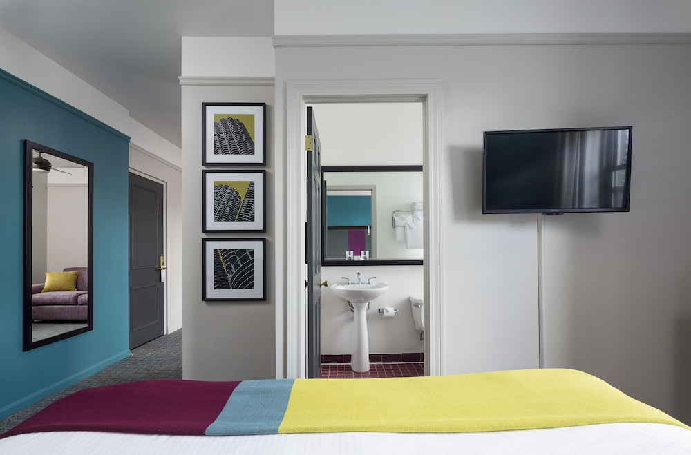 Room, City Suites Hotel