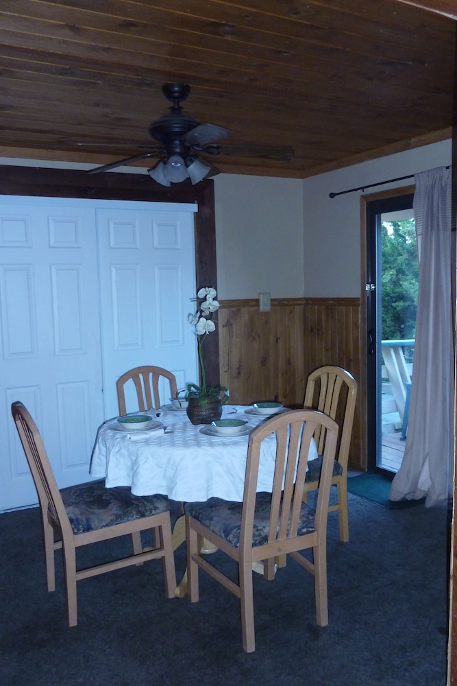 In-Room Dining, Big Bear Lakefront Lodge