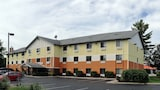 Days Inn and Suites Traverse City - Traverse City Hotels