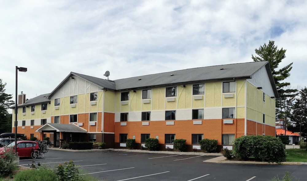 Featured Image, Days Inn & Suites by Wyndham Traverse City