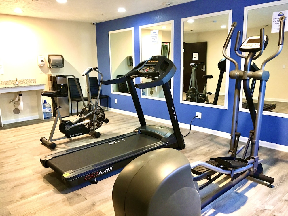 Fitness Facility, Days Inn & Suites by Wyndham Traverse City