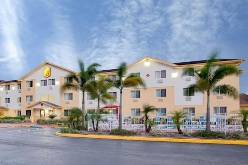 Great Place to stay Super 8 by Wyndham Clearwater/St. Petersburg Airport near Clearwater