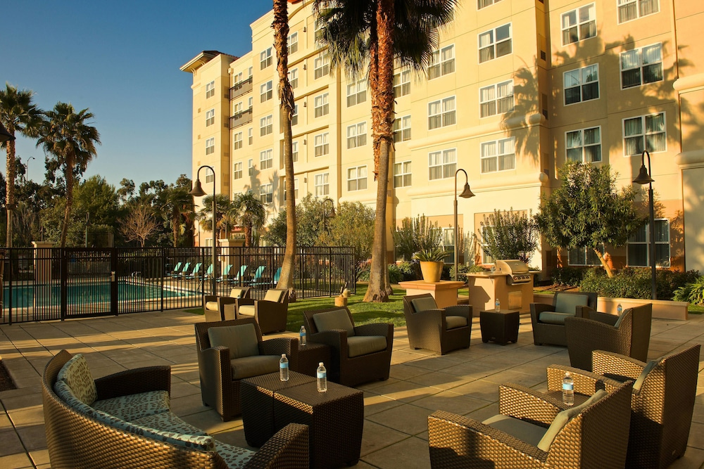 Property Grounds, Residence Inn by Marriott Newark Silicon Valley