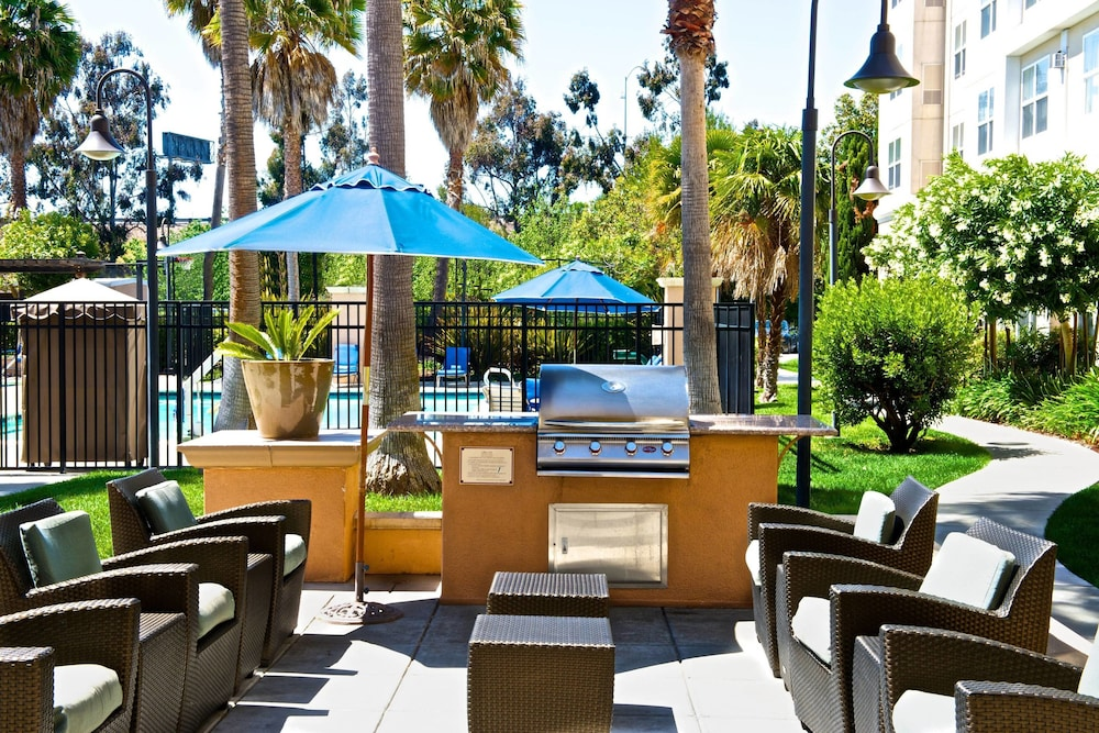 BBQ/Picnic Area, Residence Inn by Marriott Newark Silicon Valley