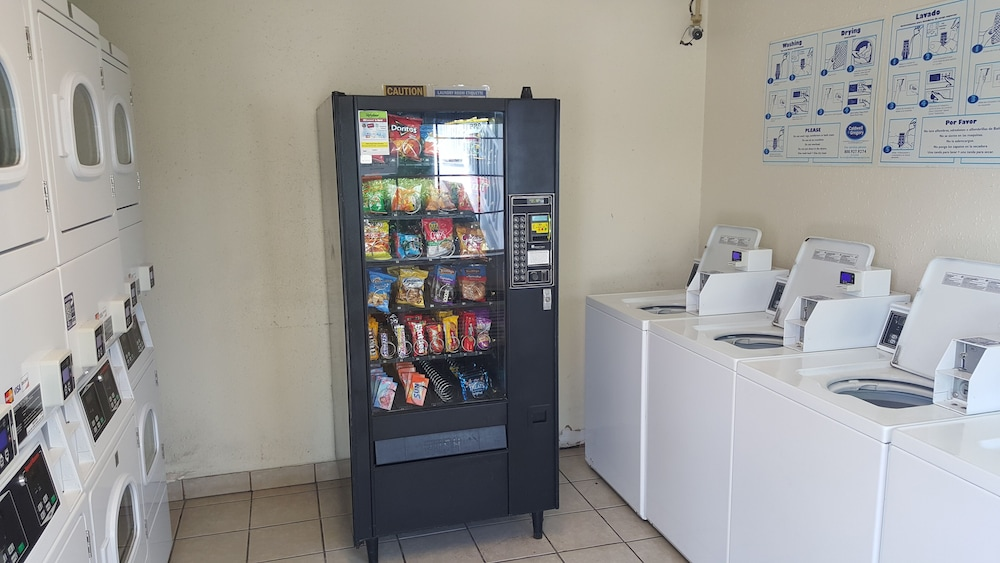 Vending Machine, Intown Suites Extended Stay New Orleans - Harvey