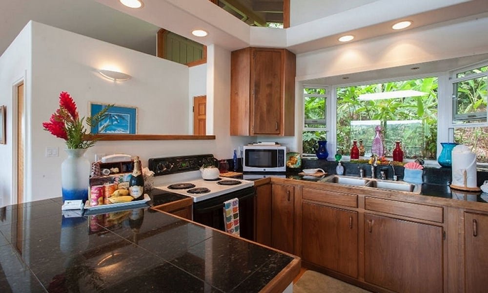 Private Kitchen, Adventure in Paradise