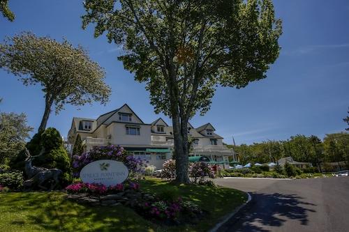 Spruce Point Inn Resort Spa