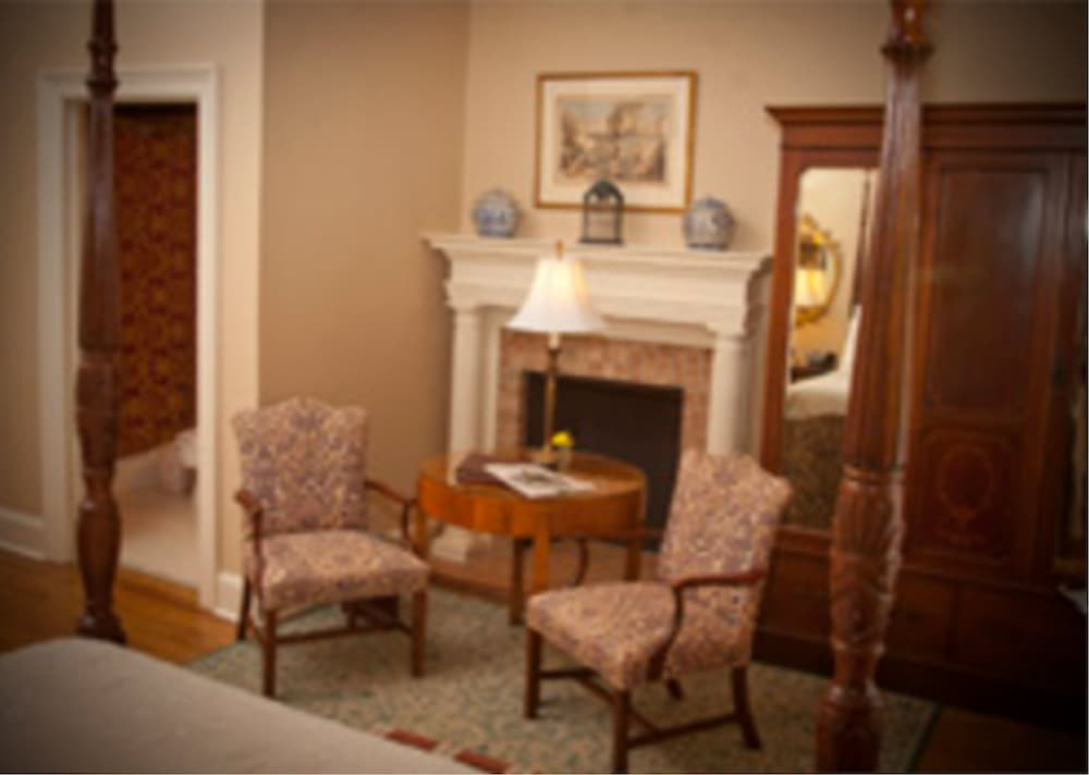 Living Area, 1842 Inn