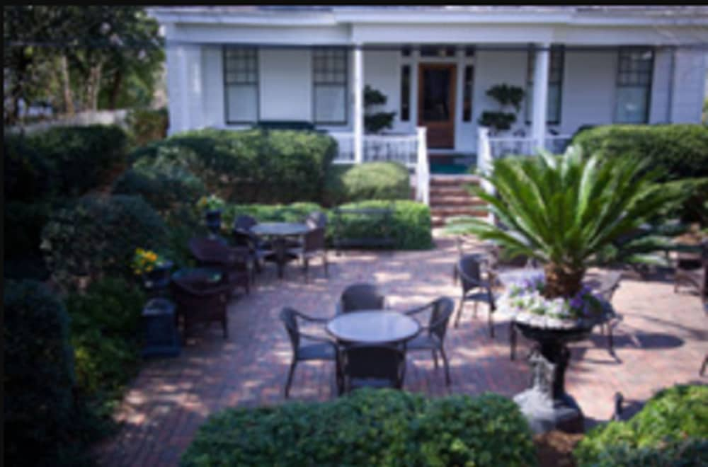Terrace/Patio, 1842 Inn