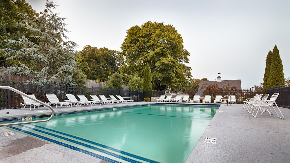 Outdoor Pool, Best Western Plus Cold Spring
