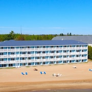 Fairview Beachfront Inn & Waterpark
