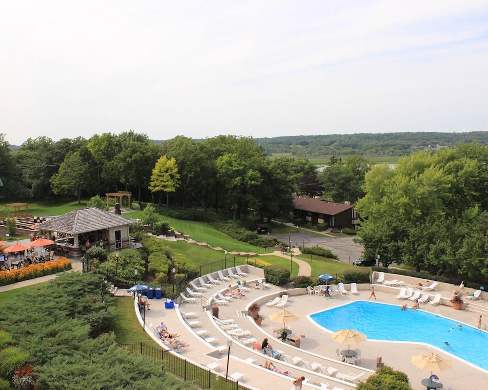 The ridge hotel in lake geneva hotel rates reviews in for Hotels geneve