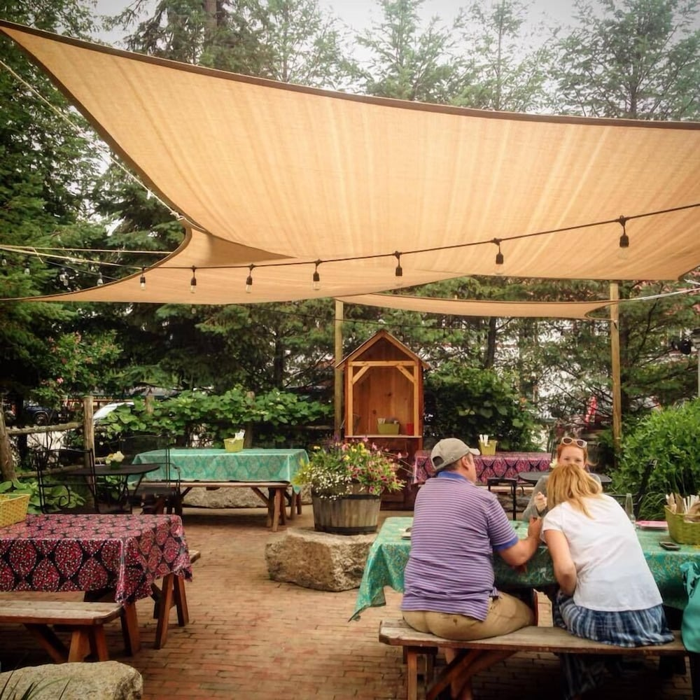 Outdoor Dining, Eastern Slope Inn Resort
