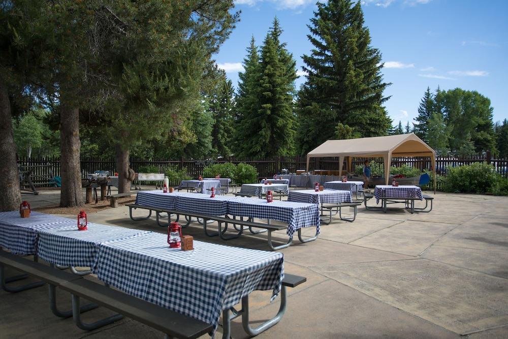 BBQ/Picnic Area, Jackson Lake Lodge